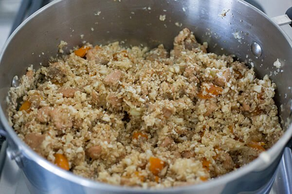 Кето ужин: Тушенный лосось с цветной капустой