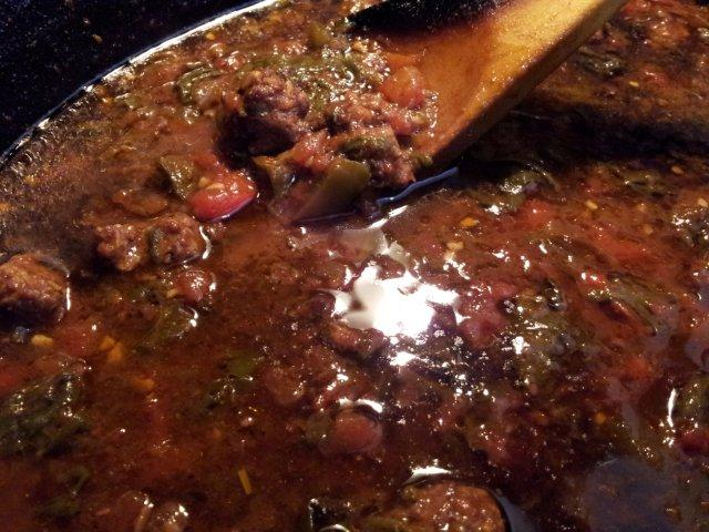 Острый суп с колбасой и перцем