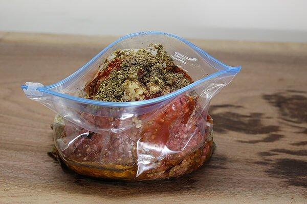 Перец, фаршированный говядиной и беконом