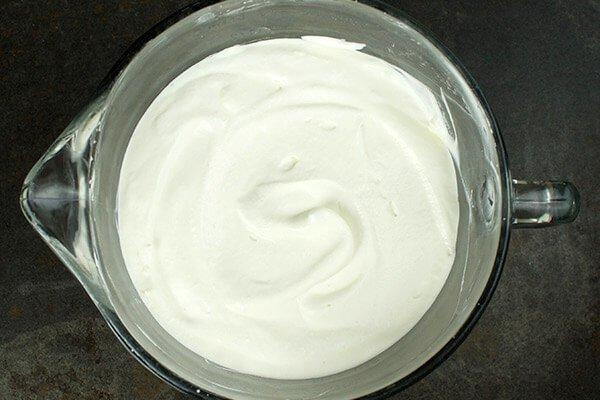 Мороженое с клубникой и ревенем