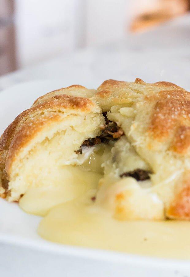 Пирог с беконом, сыром и грибами