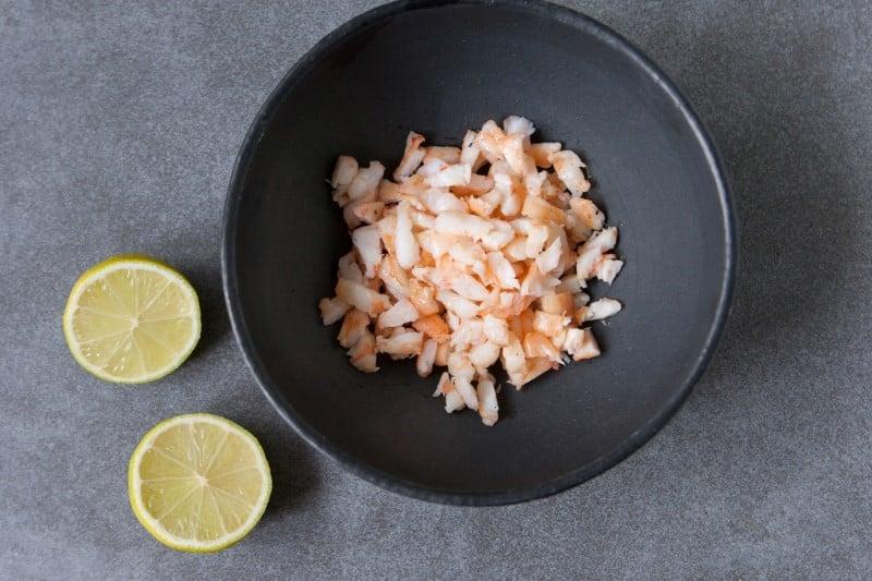 Кето-сальса с авокадо и креветками