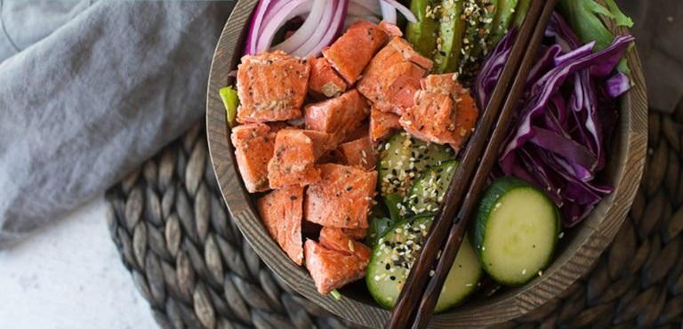Филе лосося с овощами