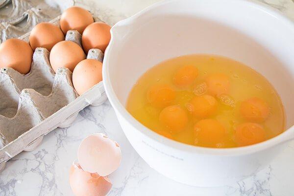 """Запеканка """"Яйца Бенедикт"""" с голландским соусом"""