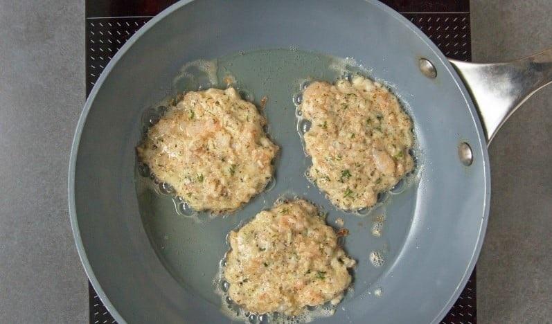 Миндальные оладьи с креветкой и сыром