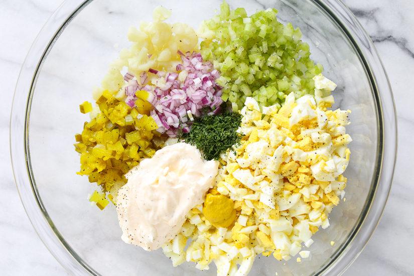 Простой кето-салат из капусты и яиц