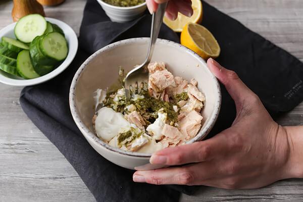 Салат из тунца с песто