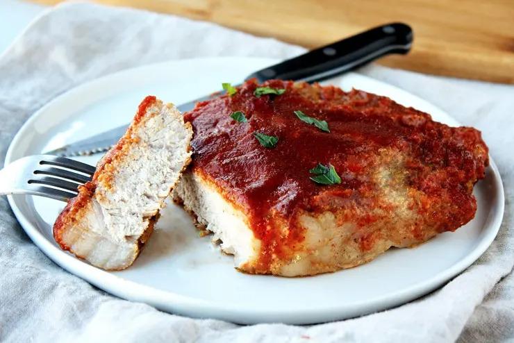 Запеченные свиные отбивные с сырной корочкой