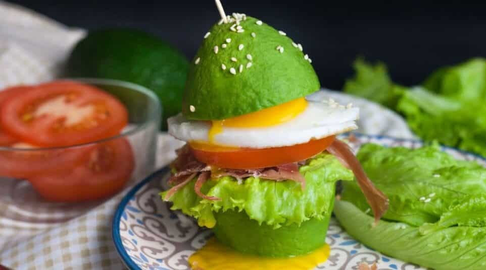Низкоуглеводный бургер из авокадо