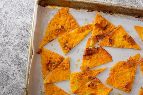 Сырные чипсы Начос с беконом