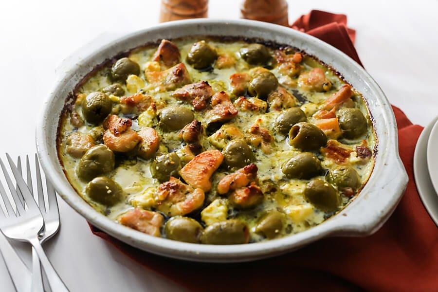 Куриная запеканка с оливками и сыром фета