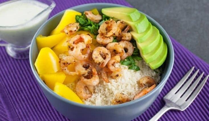 Рис из цветной капусты с креветками