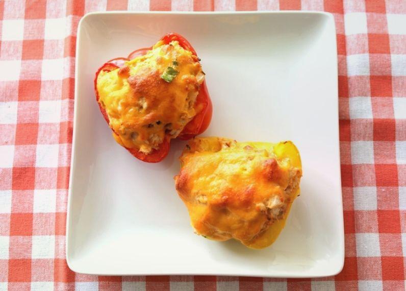 Перцы, фаршированные курицей и сыром