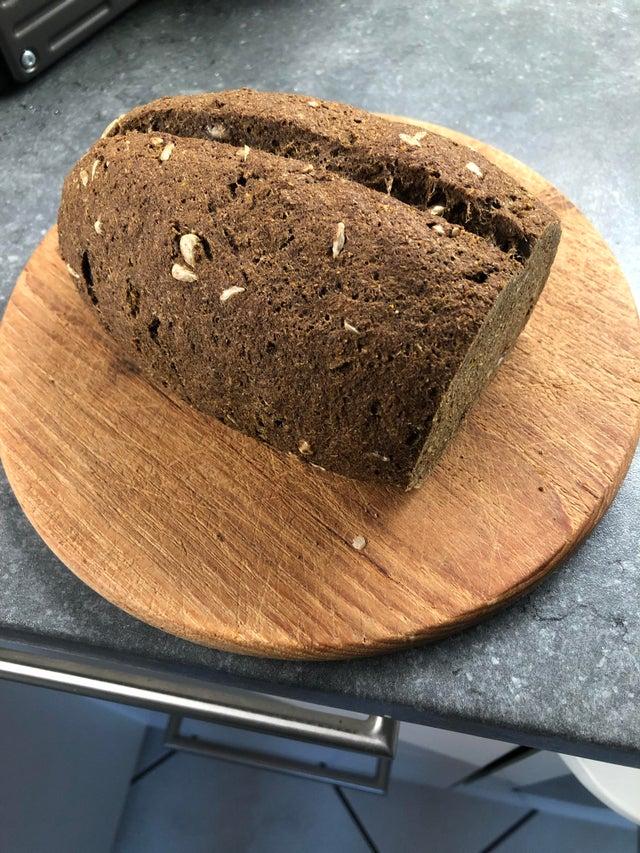 Льняной хлеб с семечками, куркумой и тмином