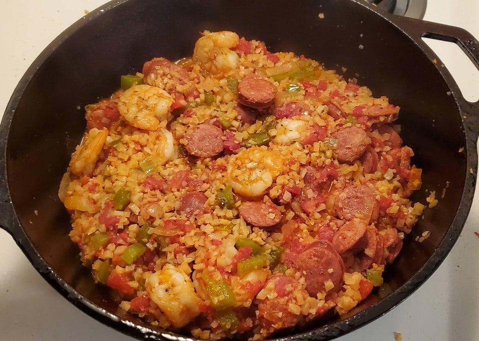 Джамбалайя из цветной капусты с креветками