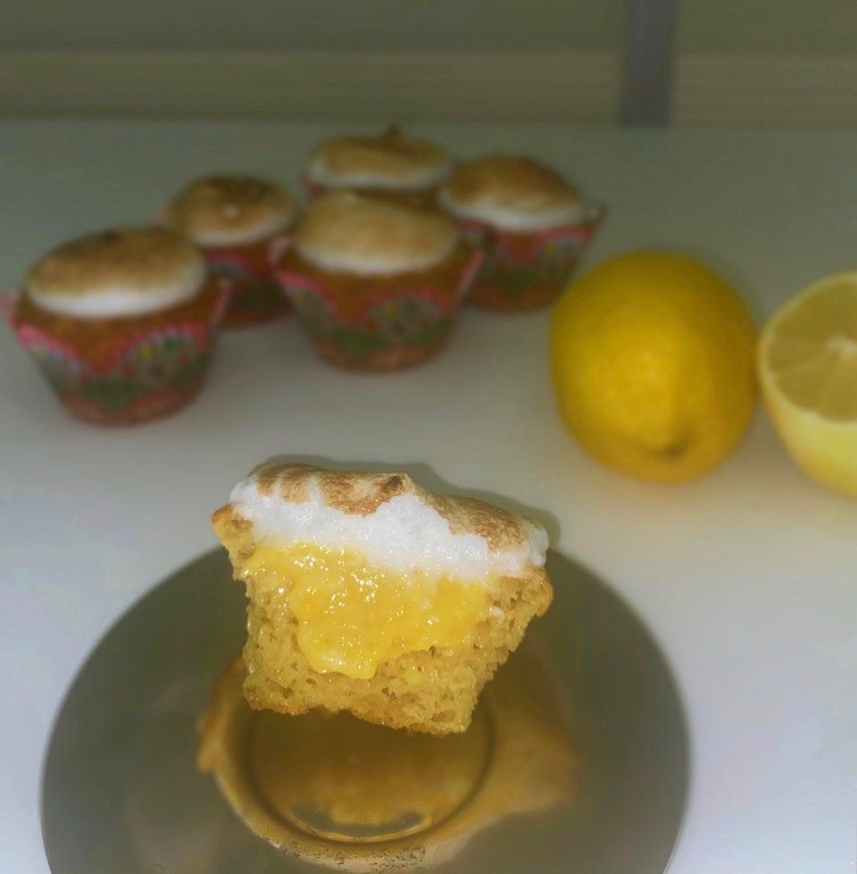 Лимонные кексы с безе