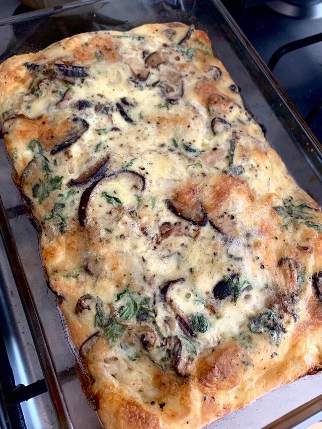 Пирог Киш с грибами и сыром бри
