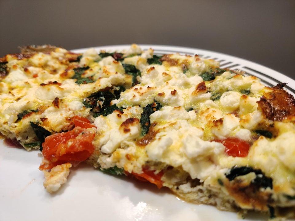 Греческая фриттата с овощами и сыром