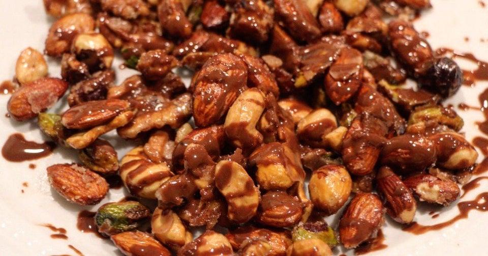 Цукаты из орехов пекан в шоколадной лазури