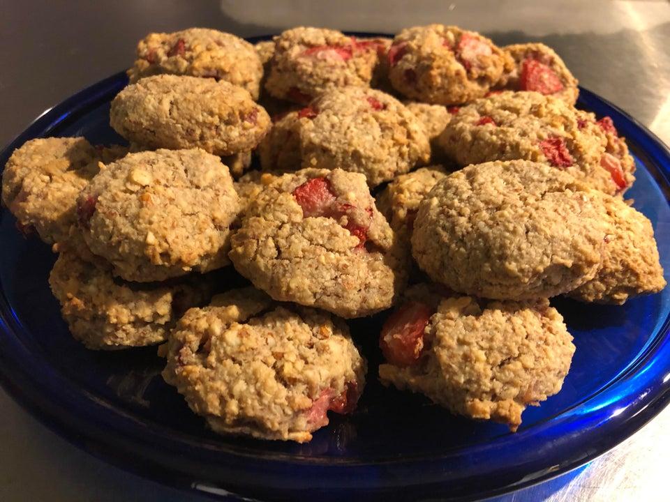 Ореховое печенье с клубникой