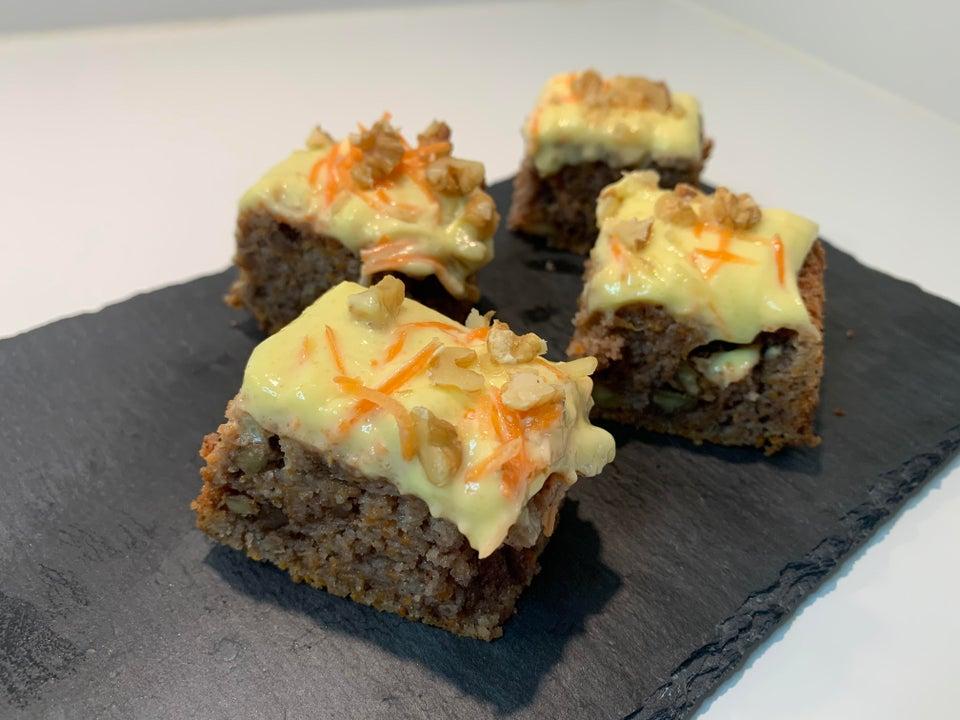 Морковный кето-торт с орехами