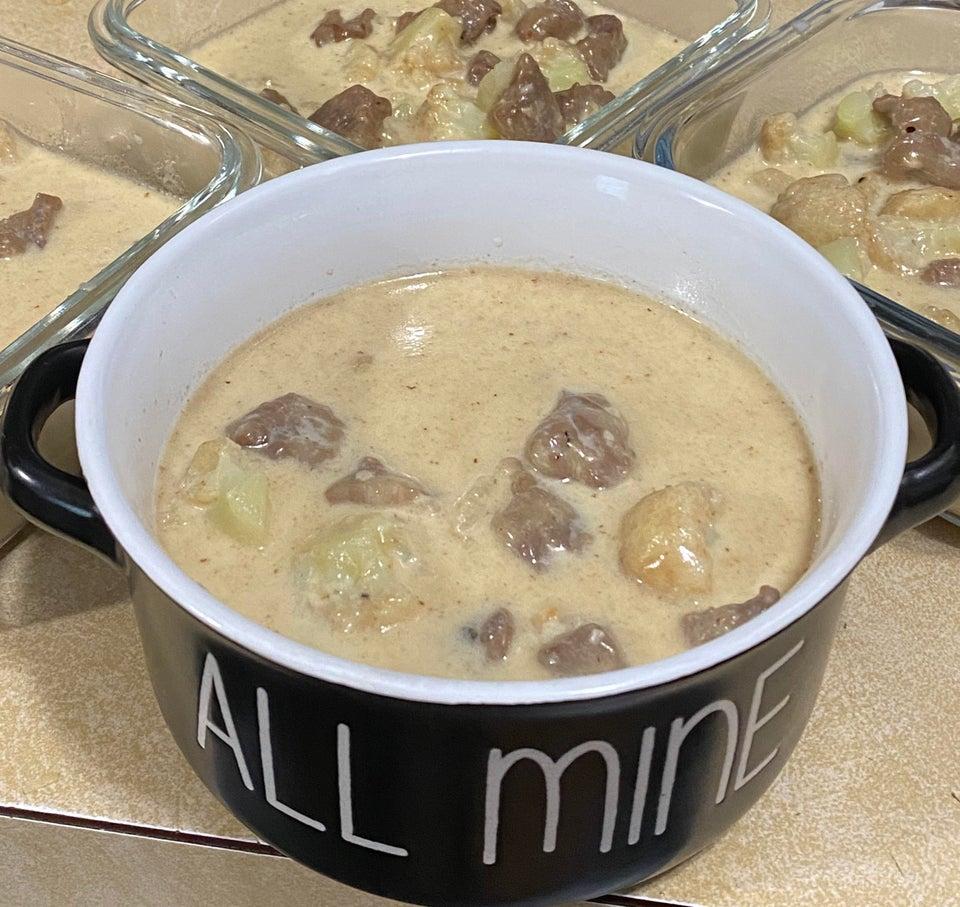 Говяжий суп с капустой и сыром