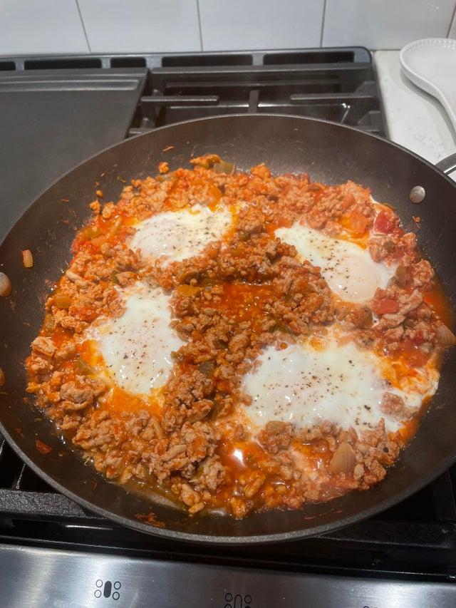 Мясная кето-шакшука на завтрак