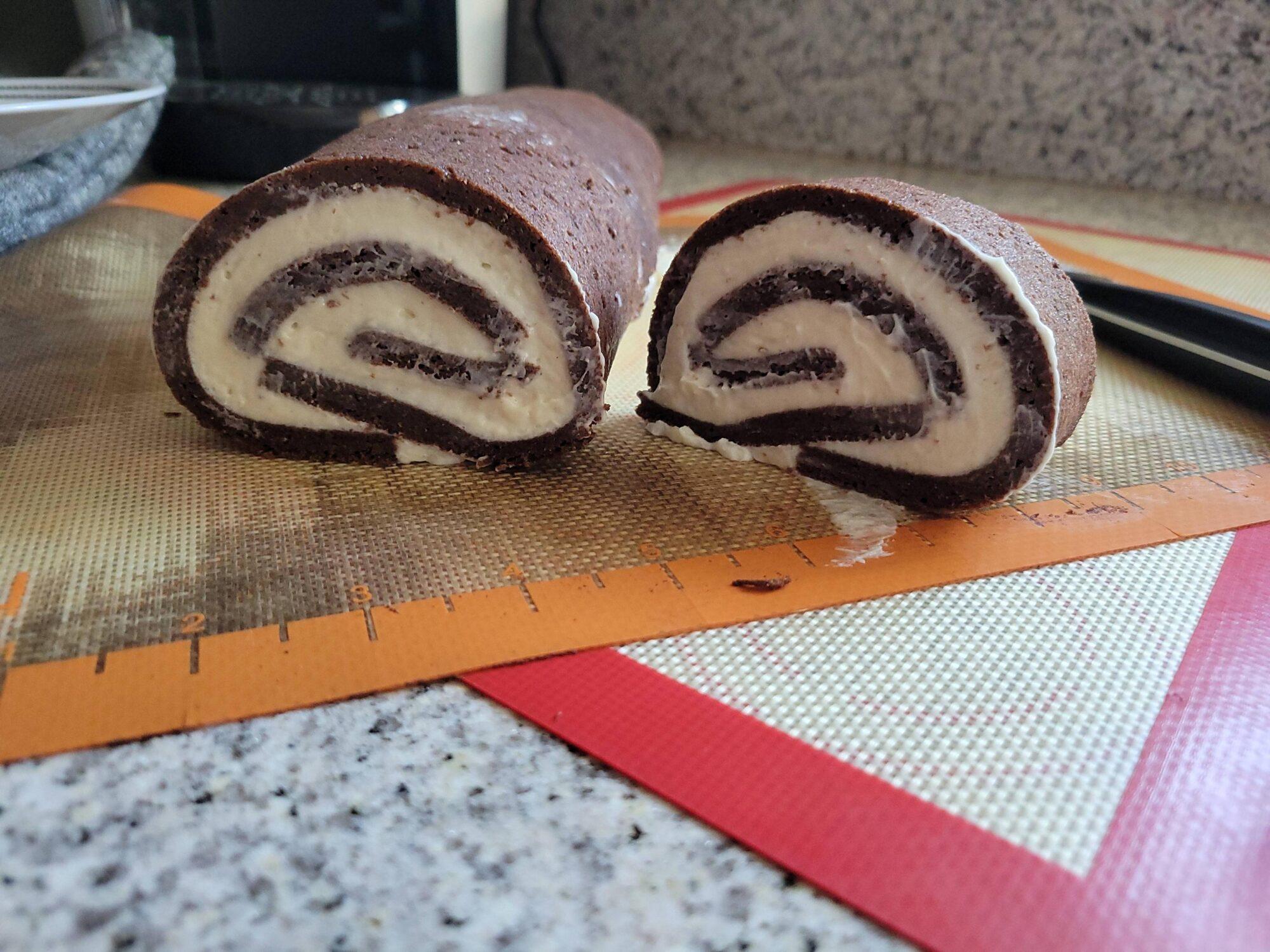 Шоколадный кето-рулет